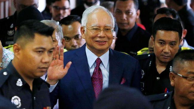 Mantan PM Malaysia, Najib Razak kembali diperiksa badan antikorupsi setempat karena diduga terlibat perkara dugaan rasuah proyek PLTS Hibrida.