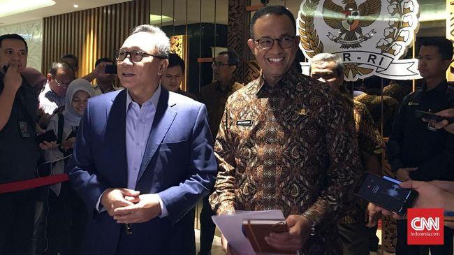 Pertemuan Ketum PAN Zulkifli Hasan dan gubernur DKI Anies Baswedan sekadar silaturahmi lebaran. Anies datang ditemani istrinya.