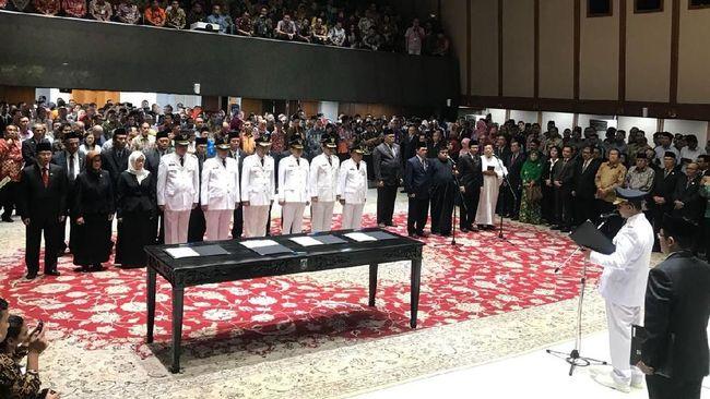 Gubernur DKI Jakarta Anies Baswedan berharap para pejabat DKI yang baru dia lantik bisa menjaga prestasi yang sudah diraih.