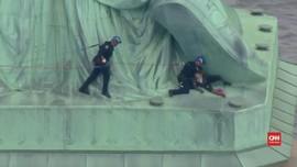 VIDEO: Perempuan Panjat Patung Liberty di Hari Kemerdekaan AS