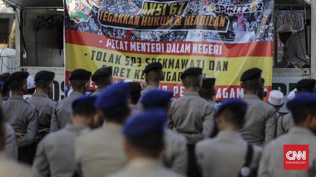 Massa aksi 67 mendesak agar Menteri Tjahjo Kumolo segera mengganti M Iriawan dan menunjuk Pj Gubernur Jawa Barat dengan ulama.