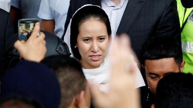 Petinggi Partai UMNO mengecam tindakan KPK Malaysia yang membekukan rekening keluarga Najib Razak dalam pengusutan skandal korupsi 1MDB.
