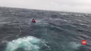VIDEO: Aksi Penyelamatan Turis Rusia yang Terjebak Badai