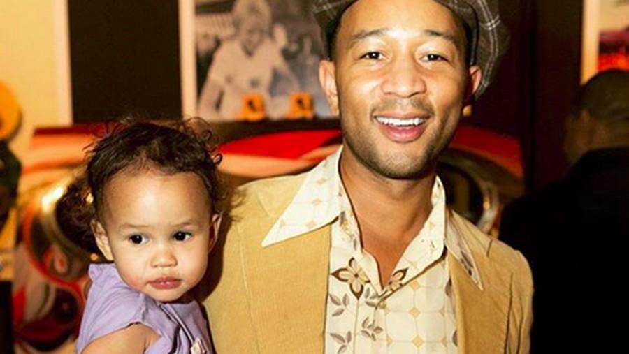 Ketika John Legend Beli Boneka Rp 40 Ribu untuk Anaknya di Bali