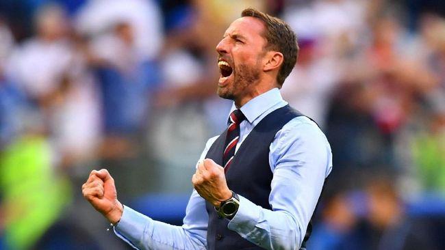 Selain kepiawaiannya mengurus timnas Inggris, Southgate juga semakin dikenal karena kerap menggunakan rompi dalam setiap pertandingan.