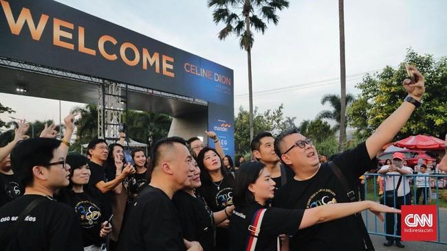 Meski tak lagi muda, Celine Dion tetap sukses memukau penggemarnya di konser debut di Jakarta, Sabtu (7/7).