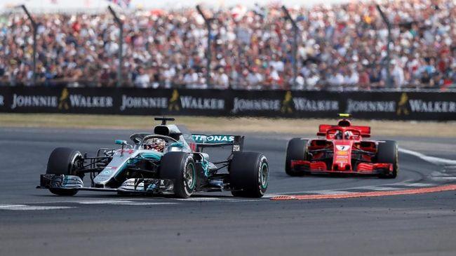 Lewis Hamilton berhasil menempati pole position F1 GP Singapura setelah jadi yang tercepat di babak kualifikasi, Sabtu (15/9).