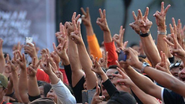Sebutan bagi kelompok pendukung Jokowi dan lawannya menguat di masyarakat. Sinisme berbasis identitas dan tanpa gagasan dibangun oleh dua kubu di tahun politik.