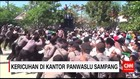 Ribuan Massa Lempari Kantor Panwaslu Sampang dengan Batu