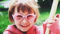 <p>Aih lucunya pakai kacamata begini. (Foto: Instagram @haileybaldwin)</p>