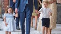 <p>Gaya Putri Charlotte manis banget pada acara pembaptisan Pangeran Louis. Dia memakai bando berwarna biru, senada dengan pakaian dan sepatu yang dikenakannya. (Foto: Getty Images)</p>
