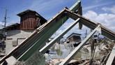 Hujan lebat menyebabkan banjir dan tanah longsor di Jepang menewaskan lebih dari 157 orang dan memporak-porandakan kota-kota.