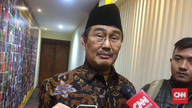 Mantan Ketua MK memenuhi panggilan Kejati Sumsel untuk diperiksa terkait korupsi Masjid Sriwijaya, sementara eks Gubernur Sumsel Alex Noerdin mangkir.