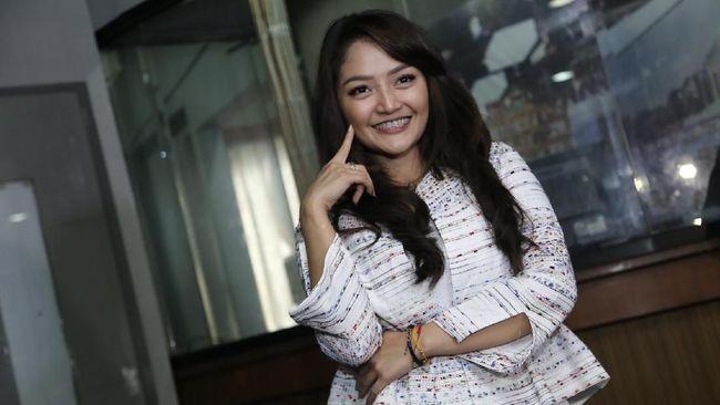 Siti Badriah dengan lagu 'Lagi Syantik' berhasil mengungguli Via Vallen dan Nella Kharisma dalam AMI Awards 2018.
