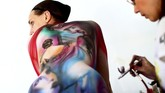 Sekitar 60 seniman body painting yang berasal dari 50 negara berebut gelar jawara dalam Festival Dunia Bodypainting ke-20 di Austria.