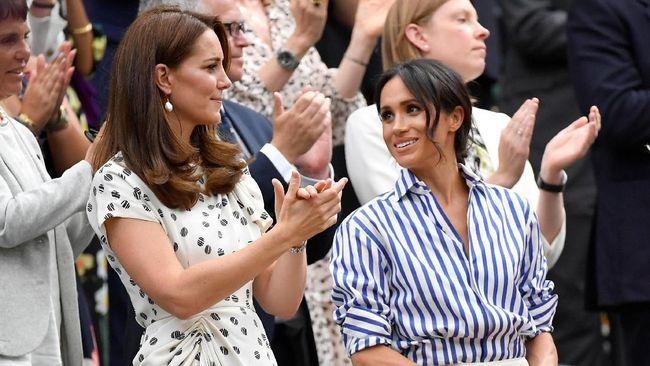 Alasan Meghan Markle Tak Pakai Topi Saat Nonton Wimbledon
