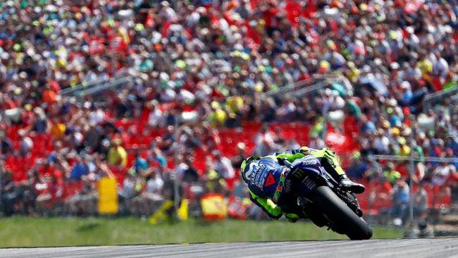 Valentino Rossi mengeluarkan kalimat sindiran ketika menanggapi buruknya performa motor Yamaha selama MotoGP 2018.