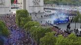 Timnas Prancis berpesta bersama lebih dari 300 ribu suporter di Paris usai merebut gelar Piala Dunia 2018.