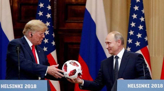 Presiden AS Donald Trump dikritik rekan-rekannya di Partai Republik, menyusul konferensi pers yang digelar usai bertemu Presiden Rusia Vladimir Putin.