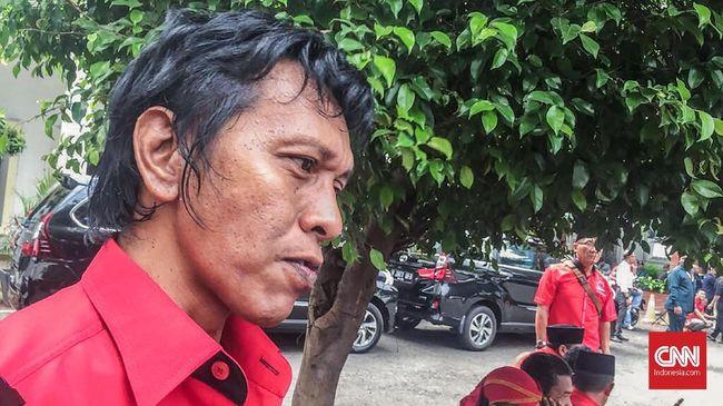 Politikus PDIP Adian Napitupulu mengatakan Presiden Jokowi bahkan pernah bicara kesempatan aktivis 1998 menjadi menteri hingga duta besar.
