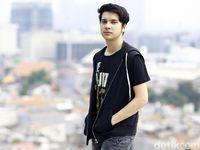 8fc1de0a 5e1f 42cd 8e59 8b427ff1b288 43 - Endy Arfian Posting Foto Bareng Amel Carla, Pacaran Atau Sahabat Saja?