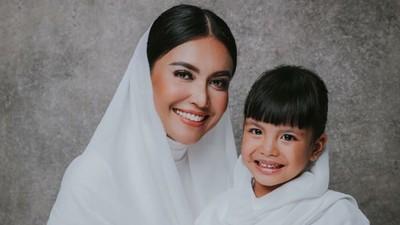 Cerita Haru Anak Denada, Minta Pakai Hijab Sebelum Kemoterapi