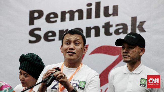 Selain soal ukuran tempe setipis kartu ATM, Abdul Kadir Karding juga menyebut Sandiaga Uno berbohong soal harga ayam yang naik menjadi sekitar Rp100 ribu.