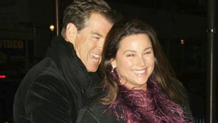 Merayakan ultah pernikahan, eks pemeran James Bond ini mengatakan hal yang manis banget ke sang istri. Apa pesannya?