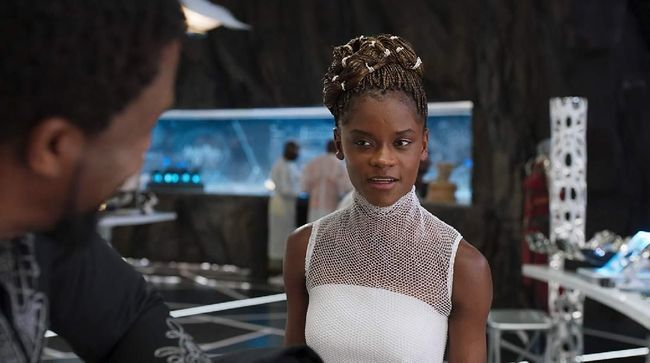 Letitia Wright, pemeran Shuri di franchise Black Panther, membantah rumor yang menyebutkan bahwa ia menggaungkan anti vaksin di set syuting.