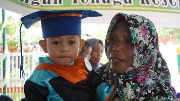 Keren Nih, Anak-anak Umur 2 Tahun Sudah Diwisuda