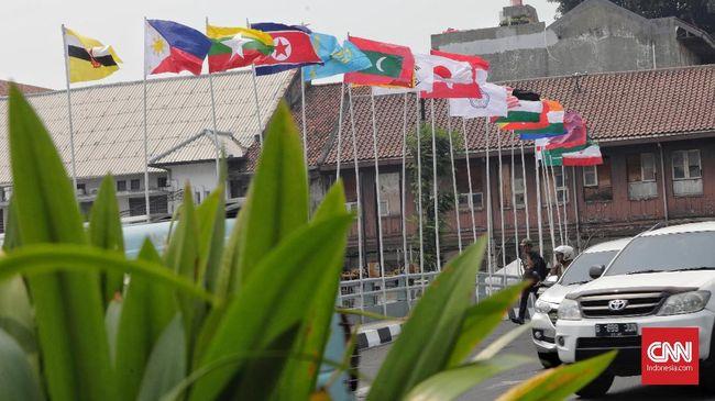 Wagub DKI Sandiaga Uno mengundang Thamran, warga Penjaringan, Jakarta Utara yang berinisiatif memasang bendera peserta Asian Games 2018 dengan tiang bambu.