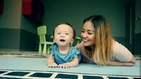 <p>Menurut Joanna Alexandra, Zio semain menunjukkan perkembangan yang positif. Misalnya nih di usia 8 bulan, lubang di jantung sudha menutup sempurna. (Foto: Instagram @joannaalexandra)</p>