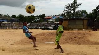 Demam Piala Dunia 2018 Masih Melanda Anak-Anak Rohingya