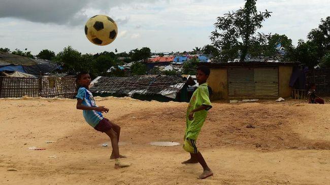 Gaung kegembiraan Piala Dunia 2018 masih dirasakan anak-anak pengungsi Rohingya di kamp pengungsi Kutupalong, Bangladesh.
