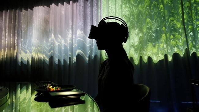 Sebuah restoran di Jepang menggabungkan kenikmatan kuliner, seni, dan teknologi virtual reality (VR).