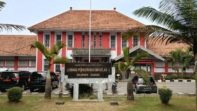 Ada 12 bulan napi korupsi di Lapas Sukamiskin Bandung yang mendapatkan remisi idulfitri tahun ini dengan jumlah potongan umumnya satu bulan.