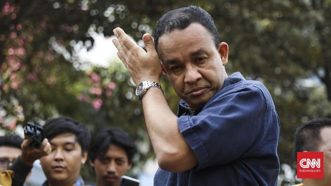 Gubernur DKI Anies Baswedan mencopot Camat Taman Sari karena menertibkan bangunan PAUD saat siswa menjalani aktivitas belajar-mengajar.