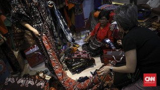 Ancaman bagi Perempuan Adat di Balik Indah Kain Tenun