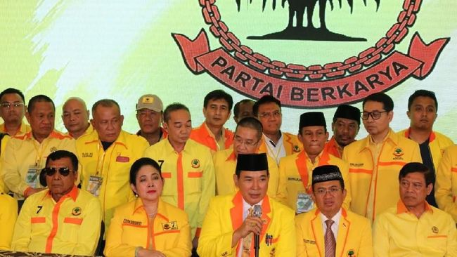 Kuasa hukum Partai Berkarya di MK Nimran Abdurrahman mencabut permohonan sengketa lawan Gerindra di MK karena tak diakui oleh partainya Tommy Soeharto itu.