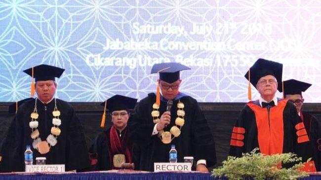 Tak hanya meluluskan sarjana President University juga bertekad mencetak wirausaha demi kemajuan Indonesia.