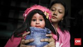 Kalau dulu ada Ria Enes yang menyuarakan boneka Susan, kini anak-anak seperti Sasha (14) dan Rara (10) pun tertarik menekuni seni suara perut (ventriloquism).