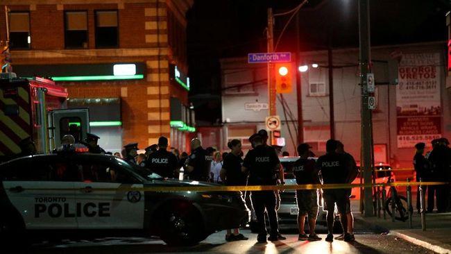 Pengunjung Borderline Bar di California seketika berlarian bahkan melompat dari jendela ketika seorang pria melepaskan tembakan membabi buta, Rabu (7/11).