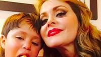 <p>Gabriela Spanic atau Gaby yang dikenal lewat perannya sebagai Paulina dan Paula di telenovela 'Cinta Paulina' punya seorang anak bernama Gabriel de Jesus. (Foto: Instagram/ @gabyspanictv) </p>