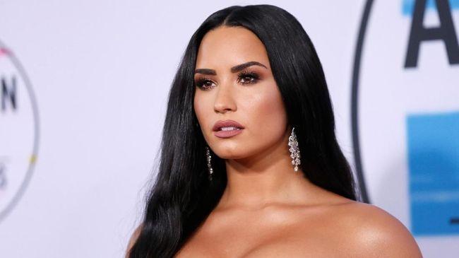 Demi Lovato disebut kini membatasi berkomunikasi dengan orang-orang dan fokus menjalani rehabilitasi selama beberapa bulan ke depan.