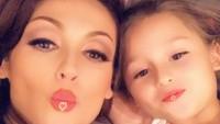 <p>Nora dan Scarlett memang sering wefie dengan aplikasi-aplikasi yang bikin penampilan mereka makin manis. (Foto: Instagram/ @norasalinastv)</p>