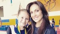<p>Bangganya Nora ketika Scarlett sukses menjuarai lomba gymnastic. (Foto: Instagram/ @norasalinastv)</p>
