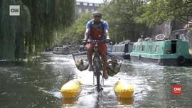VIDEO: Bersepeda di Tengah Sungai Thames London