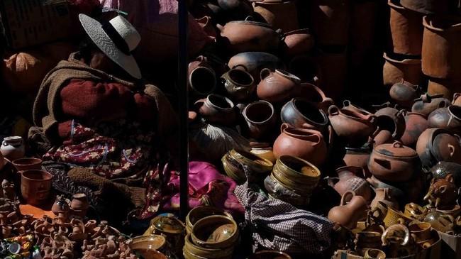 Dalam foto pilihan CNNIndonesia.com pekan ini, ada keriaan di tengah musim panas Washington, penjual keramik di Bolivia, hingga penjinak merpati di Afghanistan.