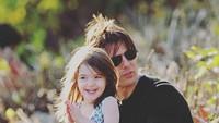 <p>Menurut Bunda, Suri Cruise mirip nggak dengan ayahnya? (Foto: Instagram @patrick_cruise1983)</p>