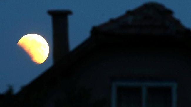 Gerhana Bulan sebagian yang terjadi dini hari nanti bisa diamati dari beberapa negara selain Indonesia.